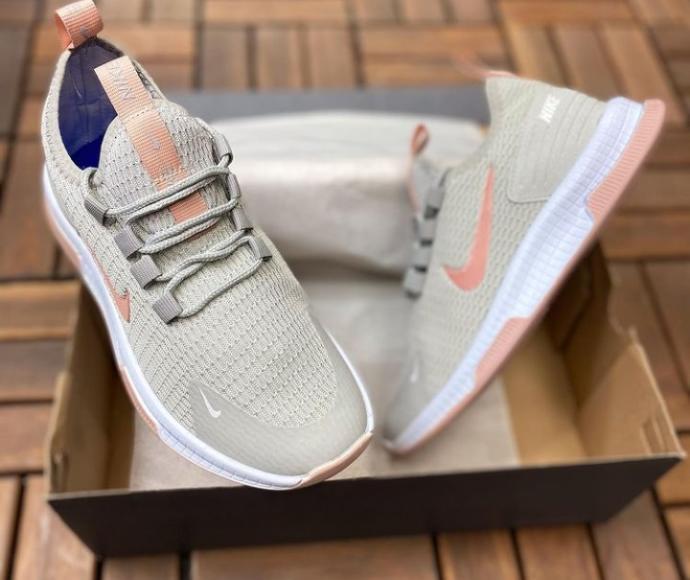 Ayakkabıda mavi mi, pembe mi daha kullanışlı bir renktir?