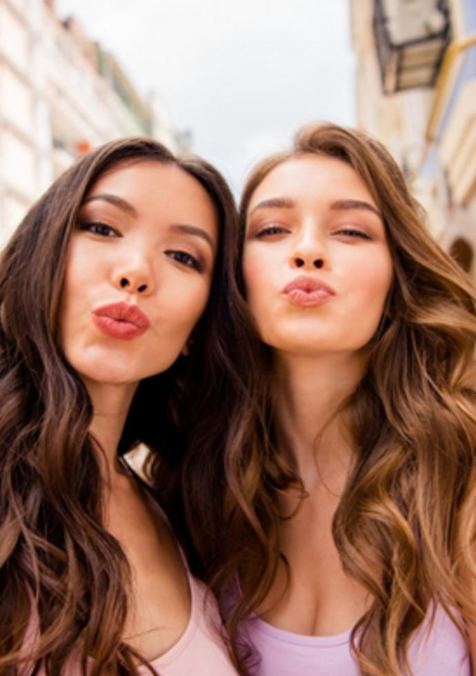Doğal ve sade saç modelleri mi yoksa süslü püslü saç modelleri mi?