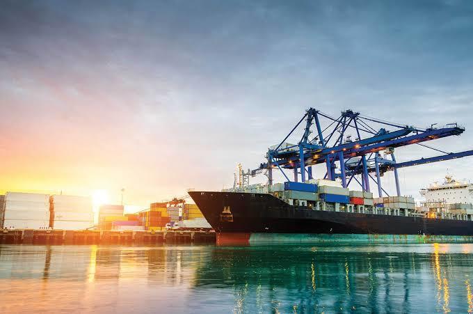 Denizlerimiz, 200 bin lira ödeyen yabancı gemilere açıldı. Ekonomimiz bu paraya muhtaç mı?