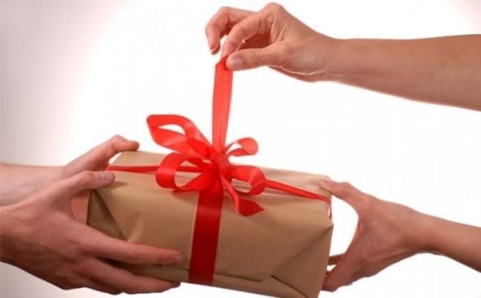 Sevdiğimiz bir insana hediye alacağımız zaman nasıl bir yol izlemeliyiz?