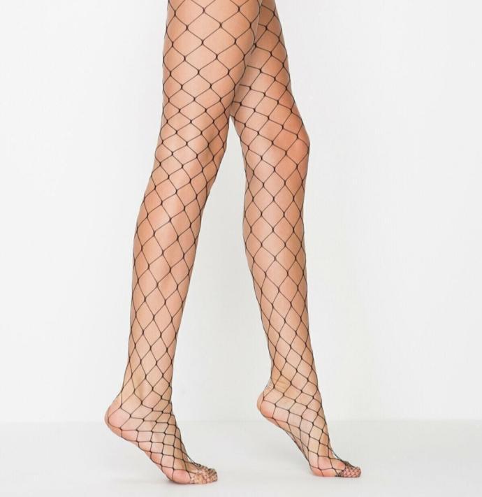 Minyon kadınlara mini elbiseyle kombinlemek için hangi model file çoraplar yakışır?