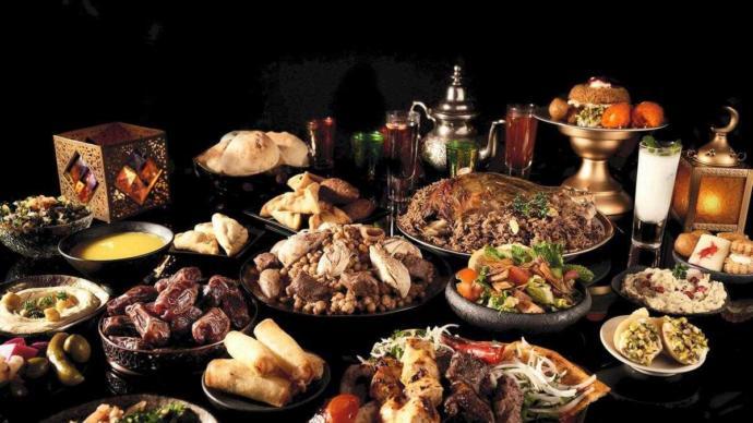 Güzel bir iftar programı yapsanız kimleri davet ederdiniz?