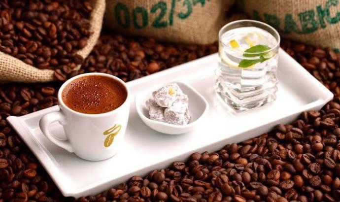 Kahvenin yanına en çok lokum mu yakışıyor çikolata mı ?