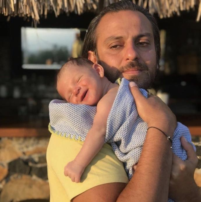 Hangi ünlünün bebeği hık demiş babasının burnundan düşmüş?