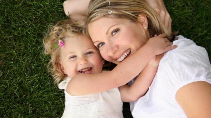 Çocukken anne ve babanız tarafından yeterince sevildiniz mi?