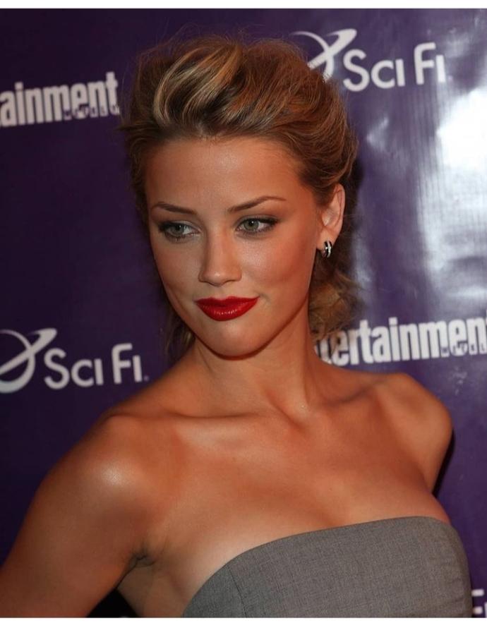 Amber Heard abartıldığı kadar güzel mi sizce?