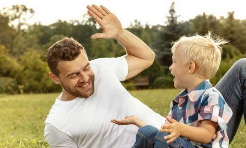 Çocuğun anne ve babasından öğreneceği ilk davranış ne olmalı?