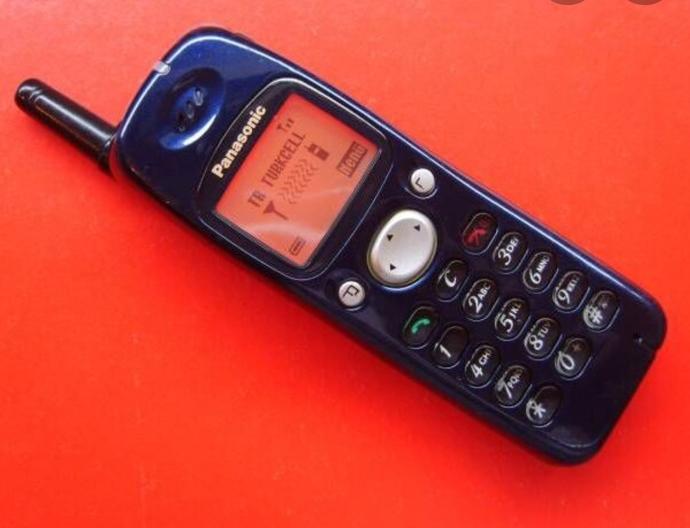 İlk cep telefonunuz kaç yaşında oldu? Marka ve modeli neydi?