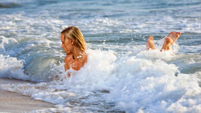 Kapanma zamanı turistlerin denize girebilmesini doğru buluyor musunuz?