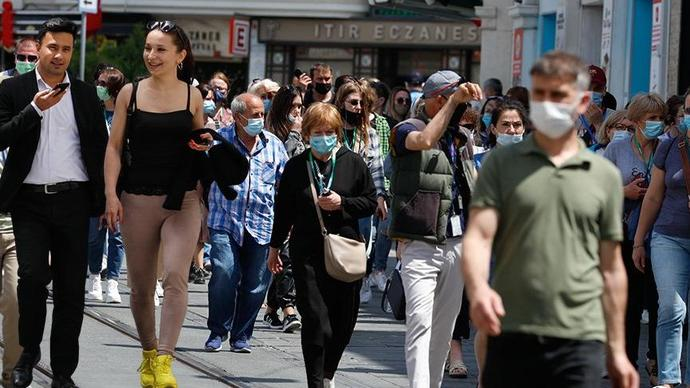 Türk halkı evlerindeyken, meydan turistlere kaldı! Türkiyenin komünist rejimlerden ne farkı kaldı?