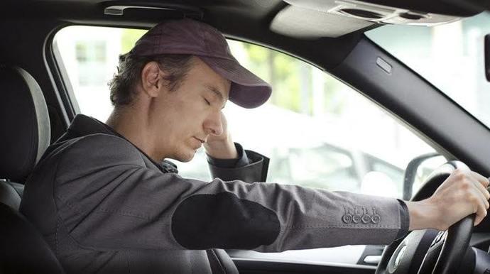 Araba sürerken çok panik oluyorum, korkuyorum. Bunu nasıl aşarım?