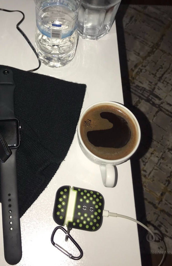 Okunmuş kahve içiyorum kahvede kalp oluştu bu bir işaret aşk hayatınız ile ilgili birşey tahmin edeyim mi?