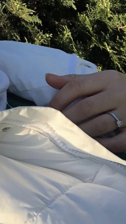Kızlar, Bu yüzük ne yüzüğü evlenmiş mi yoksa?