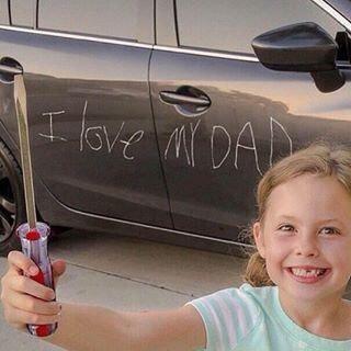 Çocuğunuz arabanıza yazı yazsa ne yapardınız?