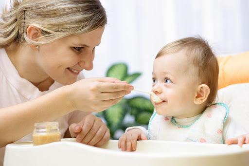 Çocuklara, çocuğu olan bir bakıcı mı daha iyi bakar yoksa çocuk gelişimi üzerine sertifika alan bir bakıcı mı daha iyi bakar?