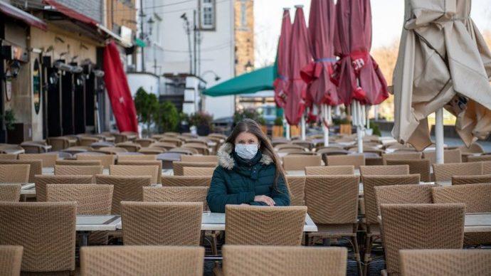 1 Haziran sonrası maskesiz oturabilme ya da dolaşabilme ihtimalimiz var. Artık maske kalkmalı mı?