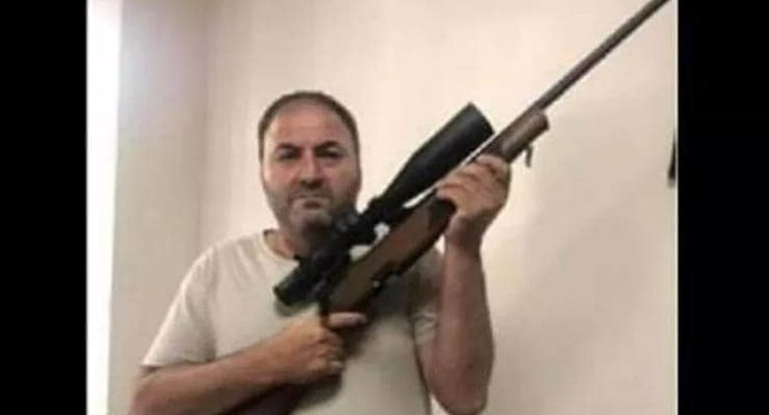 Elde silahla racon kesen din hocasına soruşturma. İnsanlar neden böyle öldürme meraklısı?