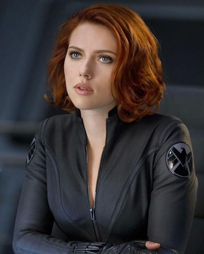 Scarlett Johansson mı daha güzel Fahriye Evcen mi?