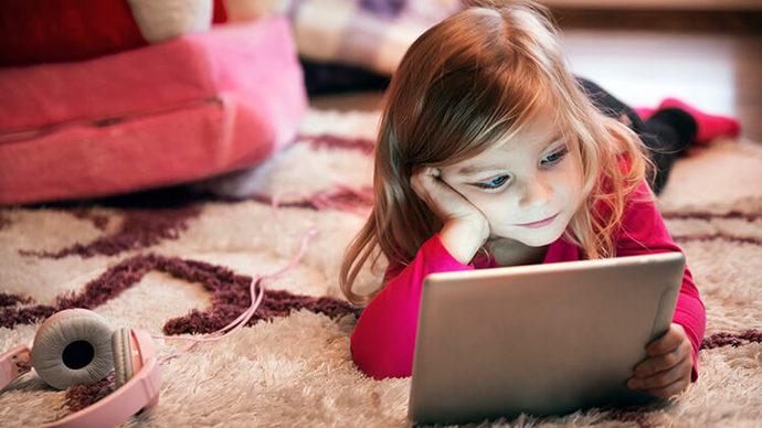 Çocuklardaki telefon merakının sebebi nedir?