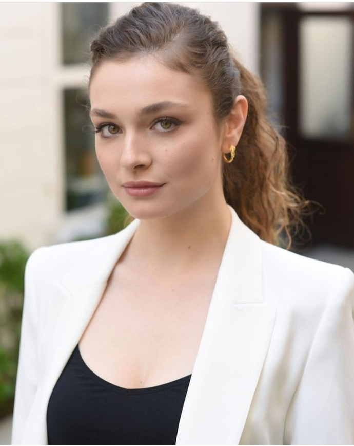 Yeni oyuncu Serra Arıtürk sizce güzel mi?