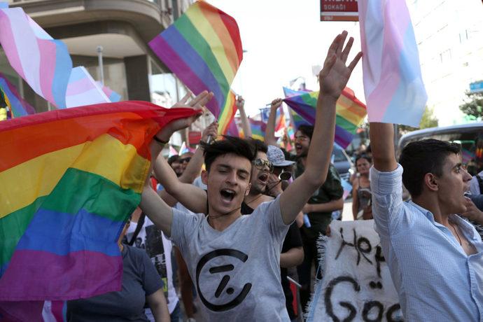 Çocuğunuz size eşcinsel olduğunu söylese ne yaparsınız?