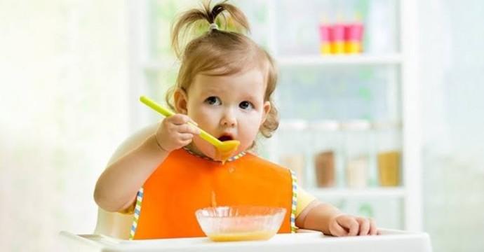 Bebekler ek gıda alımına ne zaman başlamalı?