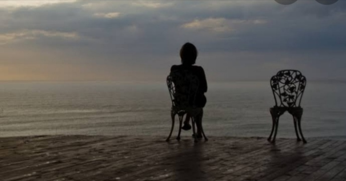 İnsanların yanında kendini yalnız hissettiğin olur mu?