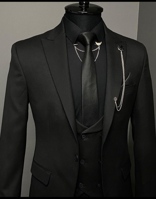 Evet arkadaşlar, bu takım elbise kız isteme için uygun mu?