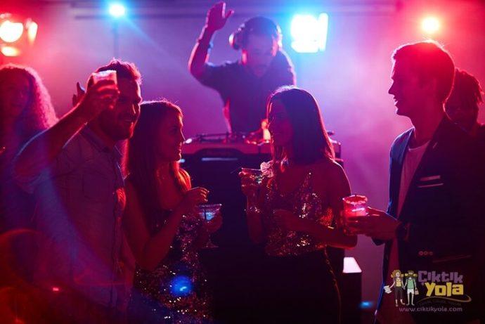 Bara  ya da  gece klubüne  seks partneri bulmak için mi gidilir?