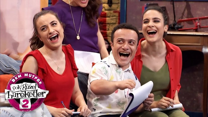 Güldür Güldür mü, Çok Güzel Hareketler Bunlar 2 mi sizi daha fazla eğlendiriyor?