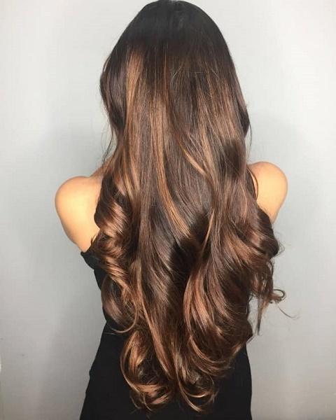 Uzun saça katlı kesim ve düz kesim saç modellerinden hangisini daha çok yakıştırıyorsunuz?