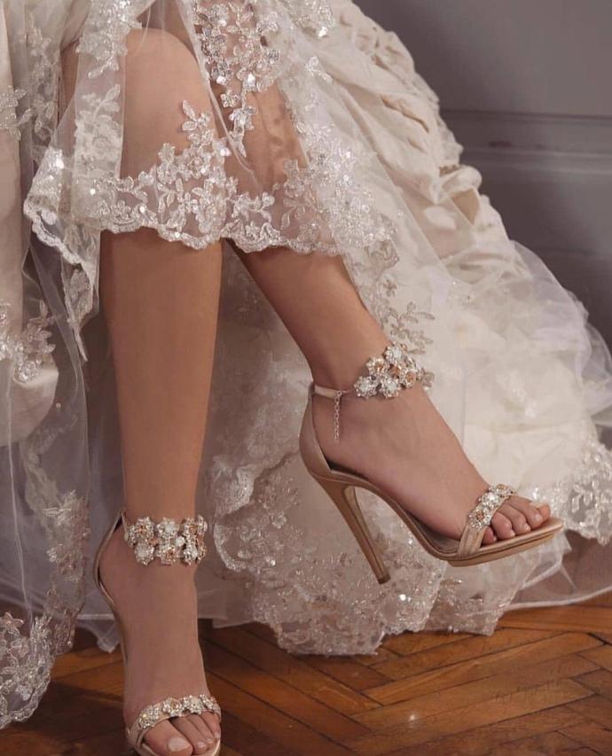 Sizce bu gelinlik ve ayakkabı güzel mi?