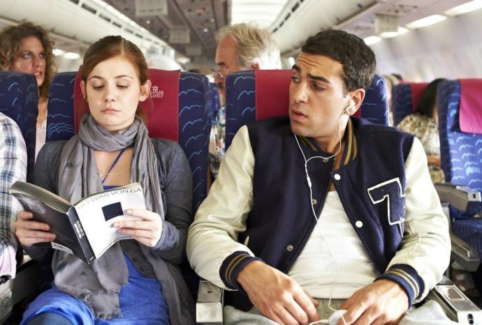 Seyahat ederken yanınızda oturan kişi okuduğunuz kitaba bakarsa gıcık olur musunuz?