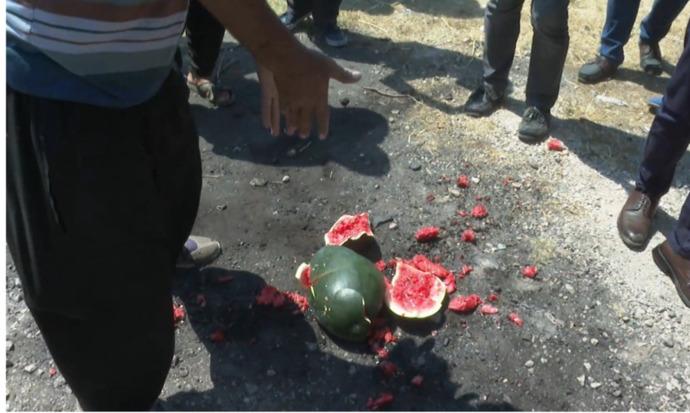 Adanada çiftçi karpuzu yere fırlatıp Para etmiyor, böyle iktidar olur mu ya! diye isyan etti. Sizler iktidardan memnun musunuz?