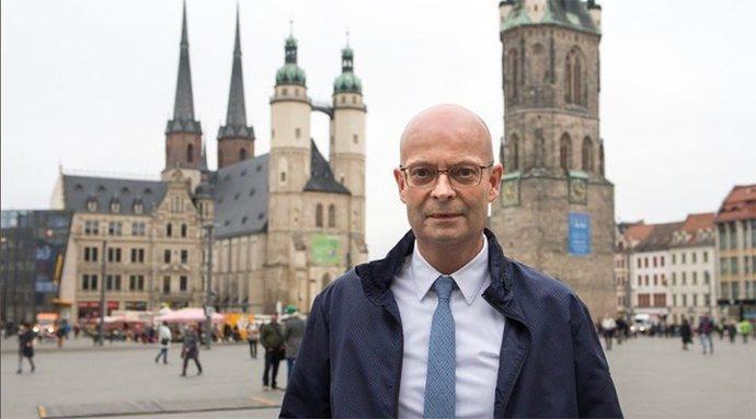 Almanya'da sırasını beklemeden aşı olan belediye başkanı görevden alındı. Bu konuda ne düşünüyorsunuz?