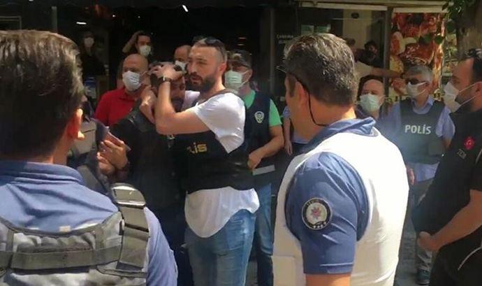 İzmirdeki HDP İl binasına saldıran katilin Polis tarafından böyle gözaltına alınması sizi rahatsız etmedi mi?