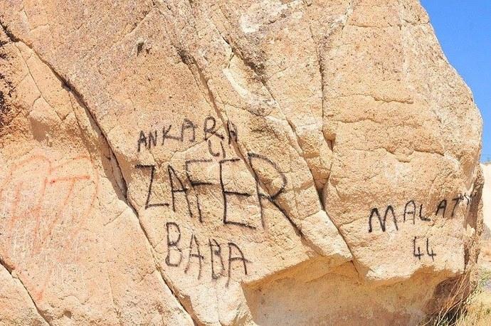 Kapadokyayı sprey boya ile mahvettiler! Neden tarihi ve doğal güzelliklerimize bu kadar duyarsız davranıyoruz?