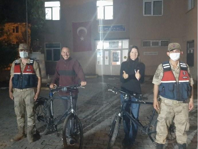 Türkiye turuna çıkan İsveçlilerin bisikletleri çalındı! Tekrar gezmeye gelirler mi?