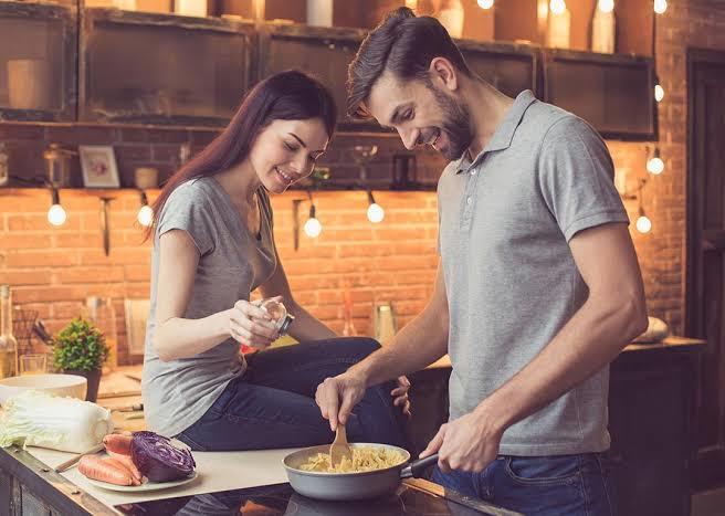 Eşinize mutfakta yardımcı olur musunuz?