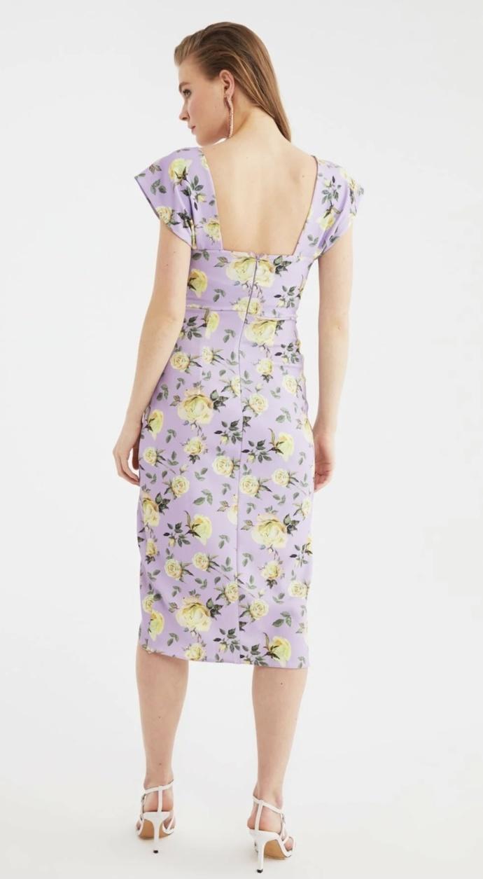 Hoşlandığım kişiyle ilk buluşmaya bu elbiseyle gitmeyi düşünüyorum sizce nasıl?