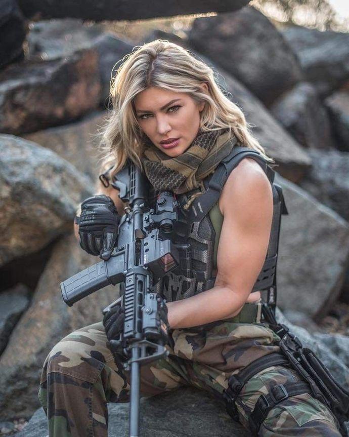 Kızlar askere gidiyor olsaydı erkekler bekler miydi?