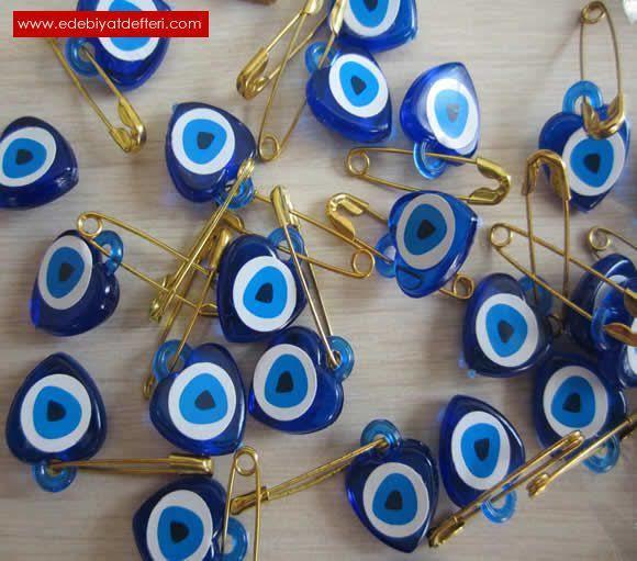 Herkese mavi boncuk dağıtan birisine aşık olur musunuz?