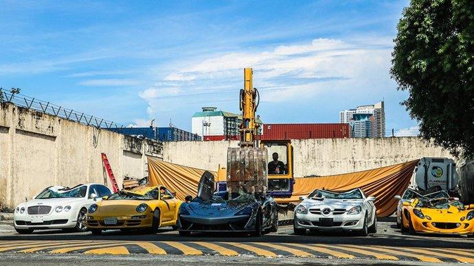 Lüks araçlar parçalandığında sizin de üzüldüğünüz oluyor mu?