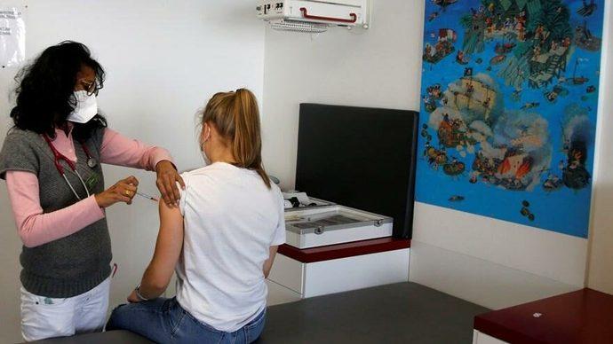 BioNTech aşısının nadiren de olsa kalpte iltihaplanmaya yol açtığı doğrulandı! Aşıda tercihinizi hangisinden yana kullanacaksınız?
