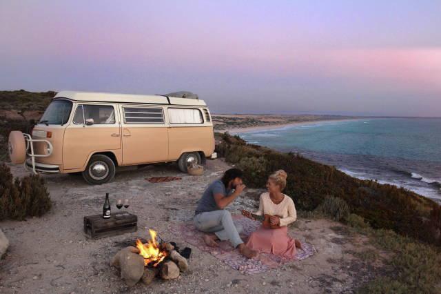 Arabayla sonsuz bir yolculuğa çıkacak olsan yanında kimi isterdin?