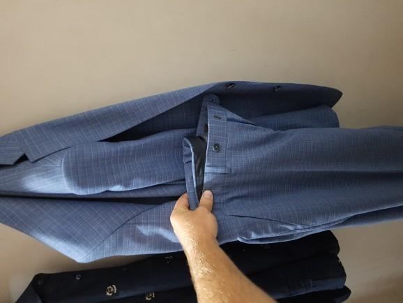 Açık mavi takım elbise altına hangi renk klasik ayakkabı giyilir?