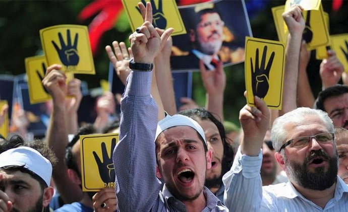 Sizce siyasal islam bize nefes alacak yer bırakmıyor mu?