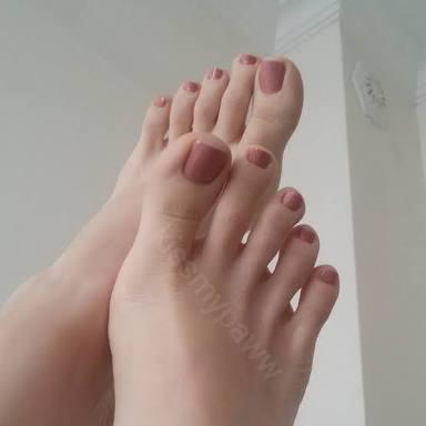 Sevgilim ayak fetisti oldugumu biliyor ve bunu artik kullaniyor?