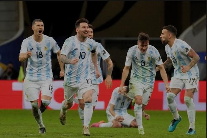 Normal süresi 1-1 berabere biten maçta penaltı atışları sonunda Arjantin Kolombiyayı 3-2 yenerek finale kaldı! Ne düşünüyorsunuz?