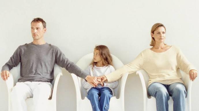 Ayrı yaşayan anne babalar çocuklara nasıl bir yaklaşım sağlamalı?